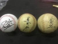 プロ野球選手 サインボールについての質問です。もらったサインボールなのですが誰のサインか全くわかりません。全部で3つなのですが1つはかなり新しく、残り2つは古いものにぬります。全て わからなくても良...