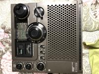 SONY ICF-5900というラジオについて質問です。 ラジオを聴きたくて実家から引っ張り出したのですがfmラジオは聞けるんですがamラジオは聴けませんでした。古いラジオで情報が少なく、このラジオ はamは聴けないの...