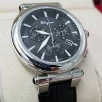 ビジネスマンの時計として、この時計はいかがでしょうか? かっこいいと思うのですが、新卒2年目営業マンです。
