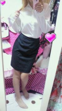 自分はスカートが大好きな男子です。 スカート男子です。  幼い頃から女装してスカート穿く事が趣味でした。  スカート男子はキモいでしょうか? それともスカート男子はありでしょうか?  僕のスカート姿は如何ですか? 可愛いでしょうか? キモいでしょうか?  スタイルは、 その辺の女性には、まけません。
