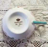 ナルミ(NARUMI)のカップ&ソーサーなのですが、本物でしょうか?このバックスタンプを他で見たことがなくて不安です。ご存知の方がいらっしゃれば、回答いただけると嬉しいです。