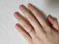 2ミリの結婚指輪なのですが 私の指には細すぎますでしょうか  もう少しボリュームが合った方が良い こういう形の方が良いなどの意見があれば お聞かせ願います