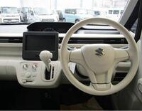 ワゴンR乗ってる人に聞きたいんですが、今度中古車でワゴンR購入予定です。画像でカーナビ?らしき場所がスクリーンだけなんですがここはどうなってるんですか?