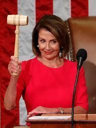 アメリカ下院議長のナンシーペロシ―ってスタイルも良くて綺麗な白人老婆ですよね? それとも平均的な感じなのでしょうか?