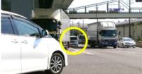 【右折時の事故防止】 交差点で右折する前、対向右折車で対向直進車を確認できない場合、どうするのがベストなのでしょうか? ①少しだけ右折して、対向直進が来ないか確認する。 ②対向右折車が右折するか信号が黄色または➡になるまで待つ。 ③その他  皆さんのアドバイスをお願い致します。