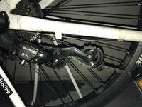 自転車のシフトケーブルを交換したらリアディレーラーがこんな風になってしまいました 対処法を教えてください