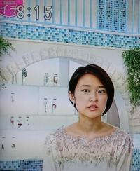 近江友里恵アナのトップスの襟元の柄 オバハンっぽいでしょうか。