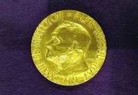 ノーベル経済学賞を受賞する学者はやっぱり偉大ですか?  日本人経済学者は何故受賞できないのですか?    理学や工学では受賞者が多いようですが。(゜〇゜;)