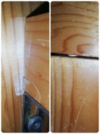 ベッドのフレーム(木製)について。 10年弱前に(確かニトリで)購入したベッドの損傷について相談です。 主な損傷は画像の通りで右の写真のように横側フレームのダボが見え始めていること(USBの Cポートがギリギ...