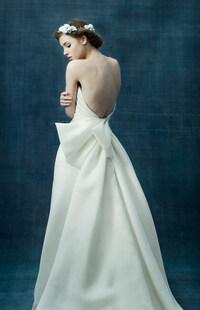 ウエディング業界の方にお聞きします。 結婚式や披露宴でこういうウエディングドレスを着た新婦さんはいましたか?