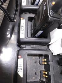 無線機の電源入れたまま無線を充電すると、 どうしてダメなんですか? スマホはOKなのに?
