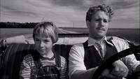 「ペーパームーン」1973年のラスト。 アディ(ティタム・オニール)は、 結局、モーゼ(ライアン・オニール)を追いかけて来ますが、 アディには、モーゼが自分の本当の父親だという確信が有り、 モーゼは否定しているものの、隠しきれない様子。 すなわち、実は本当の父子という解釈をしていて いいのでしょうか?