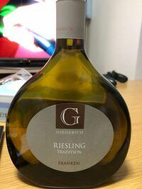 ワインの種類と価格について教えてください。 頂き物ですがワインについて全くわからず、お返しするにも見当がつかないのでどのくらいの価格なのか教えて頂きたいです。