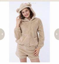 彼氏とお泊まりデートをすることになりました。 写真のような部屋着(ルームウェア)を購入したのですが下にインナーを着ますか? それとも下着のみですか? インナーを着る場合どのようなインナーを着ますか?
