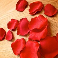 急募!  百均にこのような造花のバラの花びらは売ってますか?