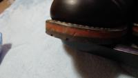 レッドウイング9014の木製のソールに亀裂を発見したんですが、これは今後大きくなって履けなくなりますか?対処法等、詳しい方教えて下さい!
