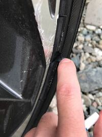 ホイール塗装。 先日やってしまいました。 おまけにタイヤも。 ホイールはアルミパテ盛りしますが問題は塗装です。 缶スプレーでそれなりになりますかね? 商品のおすすめ有れば教えて下さい。