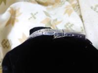 セイコーの腕時計なんですけど、この金属バンドってコマ調整できますか?