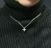 このネックレス何処のブランドでしょか? レペゼン地球のふぉいさんが付けてるネックレスなんですが何処のブランド品なんでしょか?