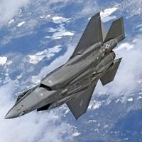 F-35Aのステルス性?  お世話になります。m(__)m F-35Aがステルス性を保つためには、出来るだけ主翼下に兵装を付けず、ウエポンベイに格納しておく方が良いのですか?  F-35Aには空対空ミ サイルは付けない...