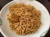 ネパール人の知人から画像の食べ物を頂きました。 ブジャ(名前あってますか?)というらしいのですが、辛くて気に入りました。 知人曰く、ネパールの親戚から送って貰ったとのことでしたが、これは日本では売って...