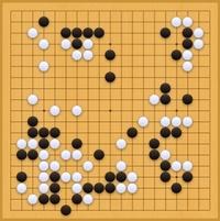 ヒカルの碁の中の対局のことで質問です。 画像はヒカル(佐為)と塔矢アキラの2度目の対局で、 白の塔矢が投了したときの盤面ですが、 これって白がもう勝ち目がないほど悪い状態ですか? 初心者の私が見たと...