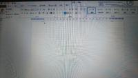 Wordの新規の白紙の設定がおかしくなってしまいました。 今まで新規の文書を開いた際は、 左上と右上に┘└が全部見えていました。  しかしある日突然それが物凄く上に行ってしまって、ほぼ見えなくなりました。 なのでページのレイアウトも狂ってます。  拡大は100%で、ページレイアウトの余白は標準にしています。ページは一番上を表示している状態です。  新規で開いた直後からこの状態になっていて、通...