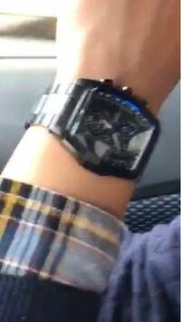 すみません。。 この腕時計がどこの腕時計か分かりますでしょうか?? お教えいただけないでしょうか??また、Amazonなど販売している所が分かりましたら教えていただけないでしょうか??( ´;ω;` )