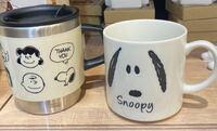 スヌーピー好きの友達にコップを贈りたいと思ってるんですけど、どっちの方が可愛くてもらったら嬉しいでしょうか?