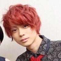 菅田将暉ってちゃんと前髪作って今風の普通の髪型にしたら超絶イケメンなのに普段なんで普段あんなに変な髪型してるんですかね? もったいなくないですか?まあそこも菅田将暉らしくて好きですが。  普通の髪型にしてたら吉沢亮といい勝負だと思います。