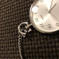 セイコー懐中時計付属のチェーンを外したいのですが、どうしてもとれず、どうすれば外れますか?