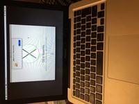 MacBookを初期化しようとしてOSを再インストールしようとしたのですが、写真のようになってしまいできません。 できればこの対処法と共にこの後の流れも 教えてもらえると嬉しいです。 とに かくこれの対処法を教えてください。 お願いします。長文失礼いたしました。