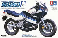なぜガンマ。γの車名を復活させないのですか。 ZZR1400・ZX14Rの後継モデルはH2だと聞きますが。 H2てカワサキの2ストの車名だったと思うのですが。 ・・・・・・・・・・・・・・・・・・・...