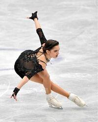 髪の毛のヘアアレンジが得意な方 フィギュアスケートのエフゲニアメドベージェワさんの髪型ってどうなっていますか? この前髪?にあたる部分が気になります