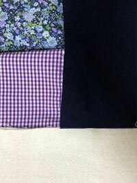 この写真の色の組み合わせに布をプラスするなら、どんな色合いのものにしたら良いでしょうか?イメージとしては、左に生地多めで白の頒布を持ってきて、右側にパッチワークみたいに大きさバラバラにした布を組み合わ せてバッグにしたいのです。しかし、うまく組み合わせができません。これだけの布だと物足りないように感じて…。良いアドバイスがあるようでしてらよろしくお願いします。