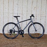 このクロスバイクは、良い性能ですか? http://nestobikes.com/products/vacanze_1-k/  会社はホダカさん社製です。  この自転車は 「 クロスバイク 」なのでしょうか。 良い性能なのでしょうか。