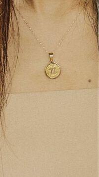 みちょぱさん(池田美優さん)が付けてるこのネックレスどこで売ってますかね?? とても可愛くていつも気になっていました! 知ってる方いたら教えて欲しいです!
