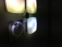 丸い蛍光灯の端の部分だけしか明るくなりません 点灯管と蛍光灯の両方を新しく替えても同じです 何が原因なのでしょうか?