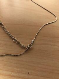 このネックレスの外し方を教えてください