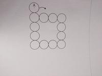 正方形状に並んでいる12個の円の外側をすべることなく1つの円を転がしていきます。外回りに一周転がす時転がす円の中心Aが描く図形の周の長さを答えなさい。ただし円の半径は全て2cmとします。 この問題の解き方が分かりません。 大至急教えていただけると嬉しいです!