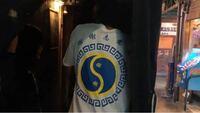 これはSnow Manの岩本照くんが着ていたTシャツなのですがどこのものか分かる方いらっしゃいますか??