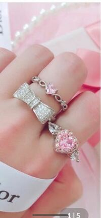 このリボンの指輪ってどこのブランドかわかる方居ますか?