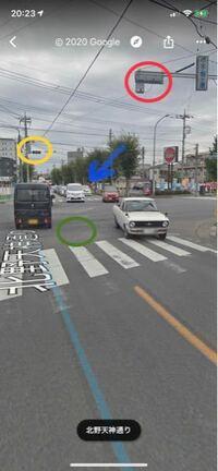 交差点の中心で右折のタイミングを叫ぶケモノ (写真参照)交差点でグリーン付近で右折のタイミングを待っていました。その間、イエローの信号機が青で、対向車が直進してきました。 しばらく待ってると、今度は黄色に変わり対向車線の右折車が右折してきました。自分は、(゚∀゚)あれ、これ曲がって良いのかな?直進車はこないかな?と思いました。直進車はブルーの付近で止まっていたようで、右折車の陰にかくれて、来...