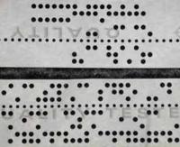 コンピューターの記録とかプログラムを読み込ませてたのに。  有孔の紙テープが使われていたのを記憶していますか?