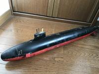 この潜水艦ご存知でしょうか。 大きさは50センチぐらいでバルサのような薄い木でできています。 実在の潜水艦ではなく特撮とか映画に出てきそうな感じです。 よろしくお願い致します