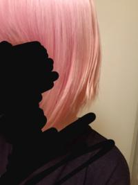 この髪色にエンシェールズの925シルバーを入れようと思うのですが、どのような色に発色しますか?? 今の状態はメガメガブリーチ3回ホワイトブリーチ1回+エンシェールズのパープル(アッシュじゃない方)を入れた...