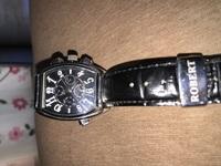 家の中を片付けていたらこの時計が出てきました。時計に詳しくないのですが この時計は、ちゃんとしたブランドなのでしょうか? 値段がどれくらいか教えていただきたいです。