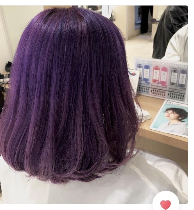 髪の毛をこの色に染めようと思います。 17歳です。 この髪の毛で塾、友人に会いに行きます。 変でしょうか。。