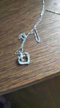 このネックレスどこのかわかる方居ますか? 留め具にはpt850とだけ書いてありました。