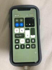 コントロールセンターを開いて右上の再生ボタンがある四角(?)を長押しして Bluetoothで繋いでるスピーカーから端末のスピーカーに変えようとした瞬間に この状態のままフリーズしました。  AssistiveTouchの設定...